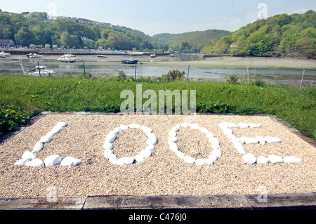 A sign made by railway staff at Looe Railway station from whitewashed stones greets passengers arriving at the Cornish - Stock Photo