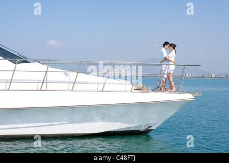 Happy Couple on a Yacht - Stockfoto