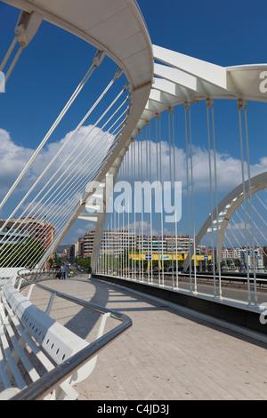 Bac de roda bridge by santiago calatrava barcelona for Gimnasio bac de roda