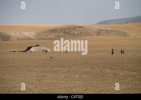 Nomadic tents between Tamar and Ashkhaneh (Golestan and Khorasan provinces, Iran) - Stockfoto