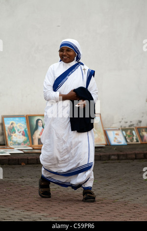 Sister of Missionaries of Charity at the celebration of the Assumption of the Virgin Mary in Aglona, Latvia - Stockfoto
