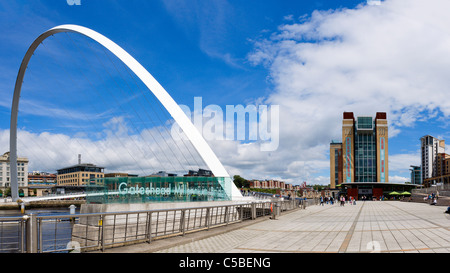 The Millennium Bridge and Baltic Centre for Contemporary Arts, Quayside, Gateshead, Tyne and Wear, UK - Stock Photo