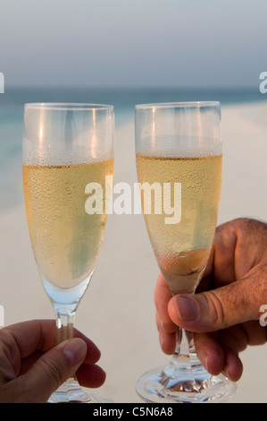 Romantic dinner on a beach in the Maldives - Stockfoto