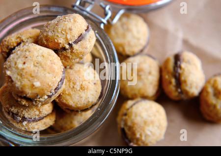 Filled hazelnut cookies (Baci) - Stockfoto