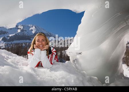 Austria, Salzburger Land, Altenmarkt- Zauchensee, Young woman in snow - Stock Photo