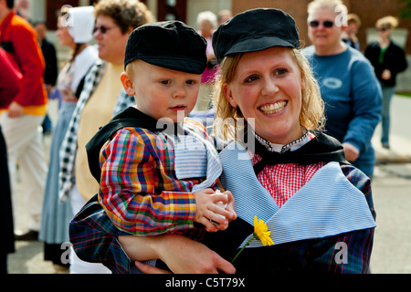 Dutch mother and child in ethnic dress in Holland, Michigan, USA. - Stock Photo