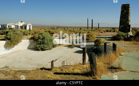 Ruins of the Pancho Barnes Happy Bottom Riding Club Rancho Oro Verde Fly-Inn Dude Ranch at Edwards AFB, CA. swimming - Stockfoto