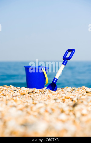 Blue Childrens Toy Bucket and Spade on the Beach - Stockfoto