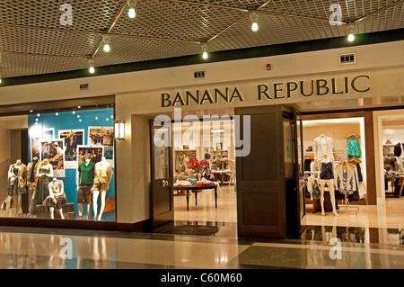 Find Banana Republic store locations nearest to you and shop modern, refined clothing for men and women.