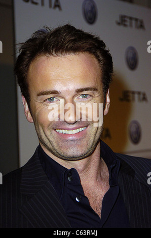 Julian McMahon poses for photographers, at the launch of the 2005 Volkswagen Jetta at The Lot, Los Angeles, CA  - Stock Photo