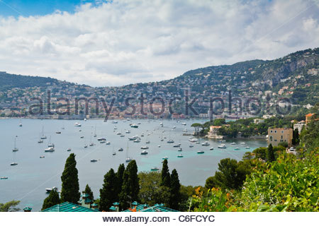 View towards Villefranche-sur-mer from St-Jean-Cap-Ferrat, Cote D'Azur, France. - Stockfoto