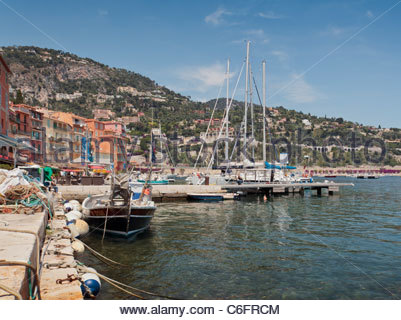 View towards the marina, Villefranche-sur-Mer, Cote D'Azur, France. - Stockfoto