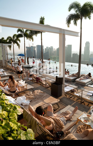 The infinity swimming pool on the skypark, Marina Bay Sands Hotel, Singapore Asia - Stock Photo