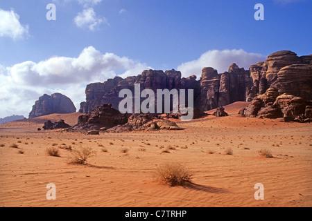 Sand stone cliff, Wadi Rum, Jordan - Stock Photo