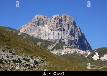 Italy, Abruzzo, Campo Imperatore plain. In the background the Corno Grande Mount, Gran Sasso and Monti della Laga - Stock Photo