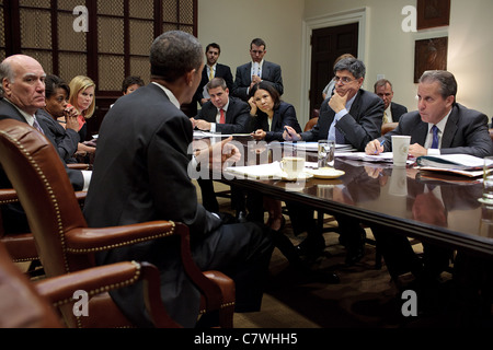 President Barack Obama meets with his senior advisors in the Roosevelt Room of the White House - Stock Photo