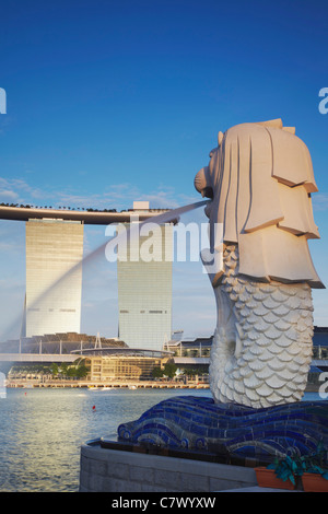 Marina Bay Sands Hotel and the Merlion statue, Singapore - Stock Photo