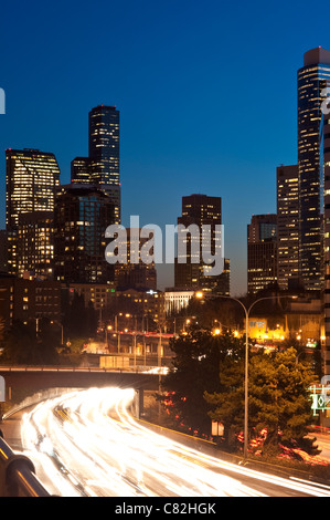 Seattle Downtown skyline with I-5 traffic with car light streaks - Stockfoto