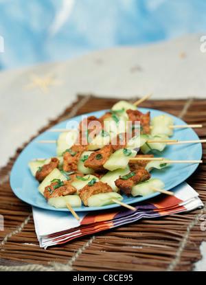 Marinated Tandoori chicken and cucumber brochettes - Stock Photo