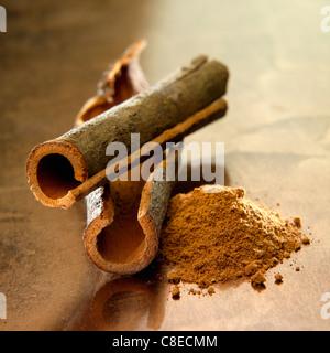 Chinese cinnamon sticks and powder - Stockfoto
