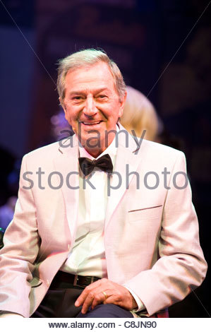Des O'Connor on the stage of Dreamcoats and Petticoats. Performing at The Playhouse Theatre . - Stock Photo