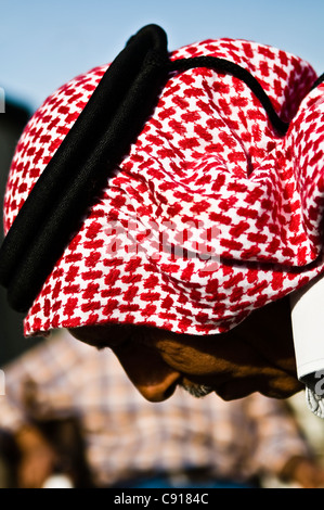 Bedouin man wearing a traditional Kafia in south Jordan. - Stockfoto