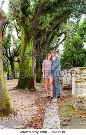 Couple together in a park - Stockfoto
