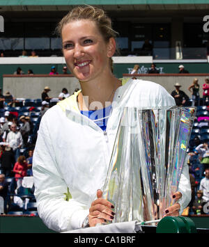 March 18, 2012 - Indian Wells, California, U.S - Victoria Azarenka (BLR) shows her trophy after winning during the - Stock Photo