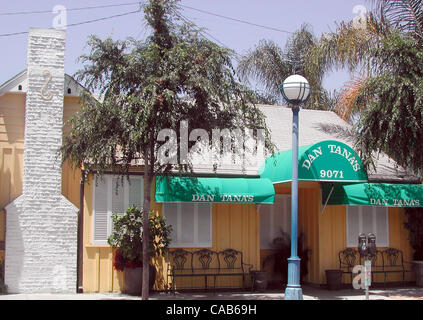 May 08, 2004; Los Angeles, CA, USA; Dan Tana's is something of a local landmark. Located just two doors down from - Stock Photo
