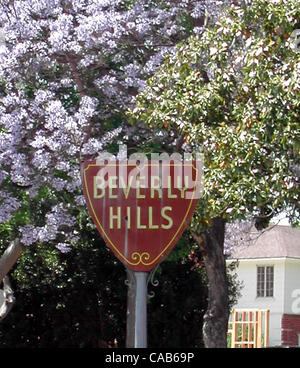 May 08, 2004; Los Angeles, CA, USA; The Beverly Hills sign. - Stock Photo