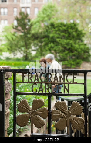New York Botanical Garden Entrance Sign The Bronx Ny Usa Stock Photo Royalty Free Image
