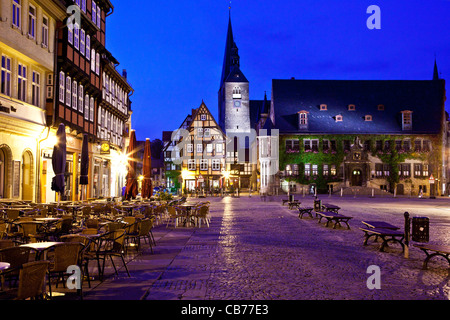 Twilight in the market place, Markt, with the Town Hall, Rathaus on right, and St. Benedikti Church, in Quedlinburg, - Stock Photo