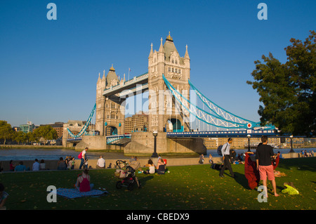 Potters Fields park with Tower Bridge in Southwark south London England UK Europe - Stock Photo
