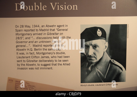 Information panel 'Double Vision', about Lt Clifton James, Monty's double, in Bletchley Park, Bletchley. Buckinghamshire, - Stockfoto