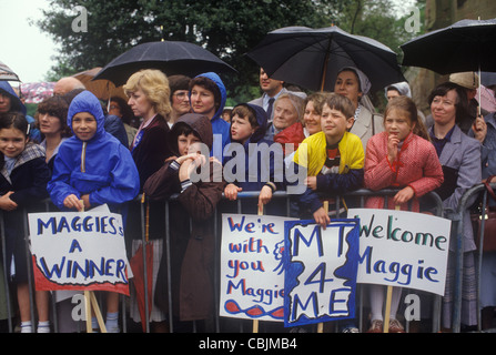 Maggie Maargaret Thatcher Conservative party supports General Election campaign trail 1983. UK - Stockfoto