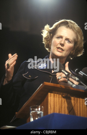 Mrs Maggie Margaret Thatcher 1983 General Election press conference. London Uk - Stockfoto