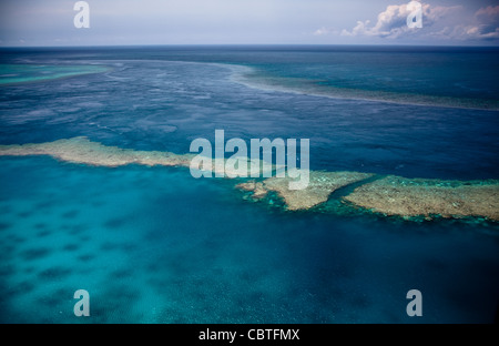 Aerial views of the spectacular Great Barrier Reef near the Whitsunday Islands in Queensland, Australia. - Stockfoto