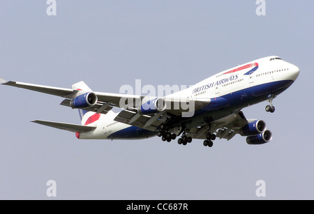 British Airways Boeing 747-400 (G-BNLO) landing at London Heathrow Airport, England. - Stock Photo