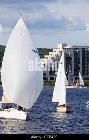Cardiff, South Wales, UK, Great Britain. Yachts racing in a sailing regatta in Cardiff Bay - Stockfoto
