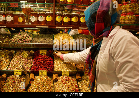 Spice market, Istanbul, Turkey, November 2011 - Stock Photo