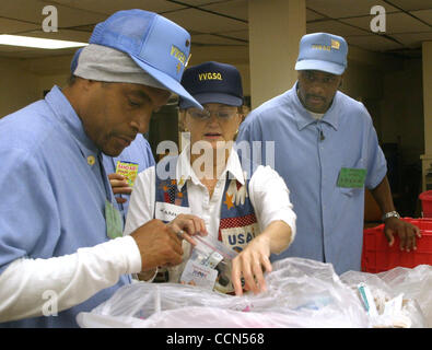 Operation Mom member Karen Nixon (cq)(center), of Antioch, works with inmates and V.V.G.S.Q. members (Vietnam Veterans - Stock Photo