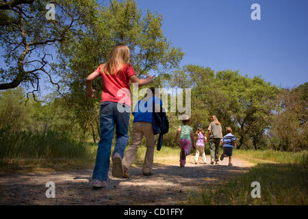LEDE--  Preschoolers from Little Treasures Christian Learning Center in Orangevale are lead by park interpretive - Stock Photo