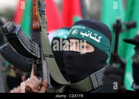 Oct. 19, 2011 - Gaza City, Gaza Strip, Palestinian Territory - Palestinian Hamas militants stand guard outside the - Stock Photo
