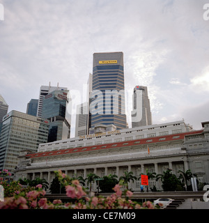 The Central Business District skyline and the Fullerton Hotel at duskt in Singapore in Asia. - Stock Photo
