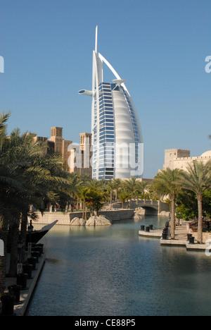 Burg al arab jumeirah beach hotel al quasar at madinat for The burg hotel dubai