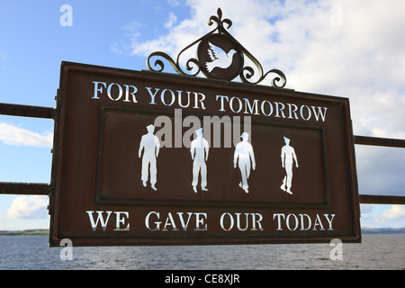 Remembrance plaque for the forces: Army, Royal Navy, Royal Air Force and Merchant Navy - Stock Photo