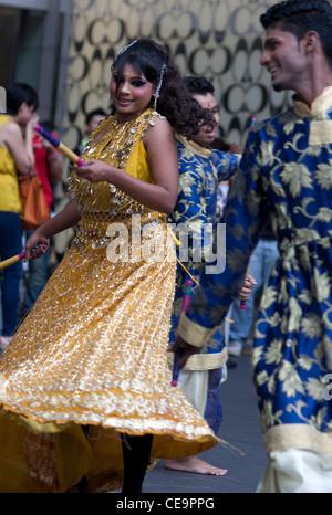 Deepavali Hindu Festival Celebration dance on 23 October, 2011at Pavilion Mall in Kuala Lumpur. - Stockfoto