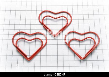 Heart shaped paper clips - Stockfoto