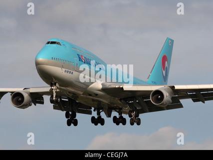 Korean Air Boeing 747-400 on final approach - Stock Photo