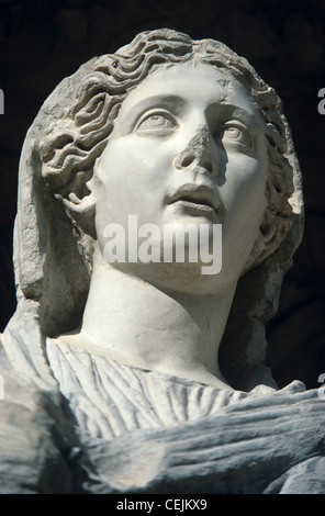 Classical Greek Portrait Statue of Arete or Virtue, Celsus Library, Ephesus, Turkey - Stockfoto